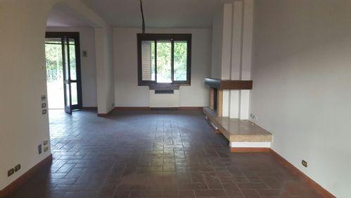 Villa in vendita a Carpi, 9 locali, prezzo € 400.000 | Cambio Casa.it