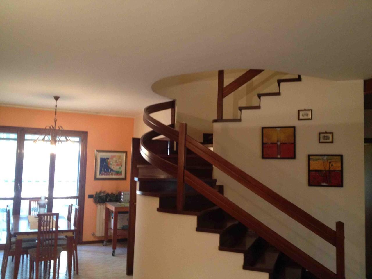 Villa a Schiera in vendita a Carpi, 7 locali, zona Zona: Fòssoli, prezzo € 220.000 | CambioCasa.it