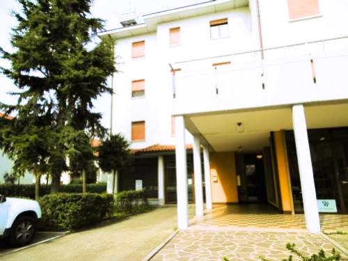 Negozio / Locale in affitto a Carpi, 9999 locali, prezzo € 550 | CambioCasa.it