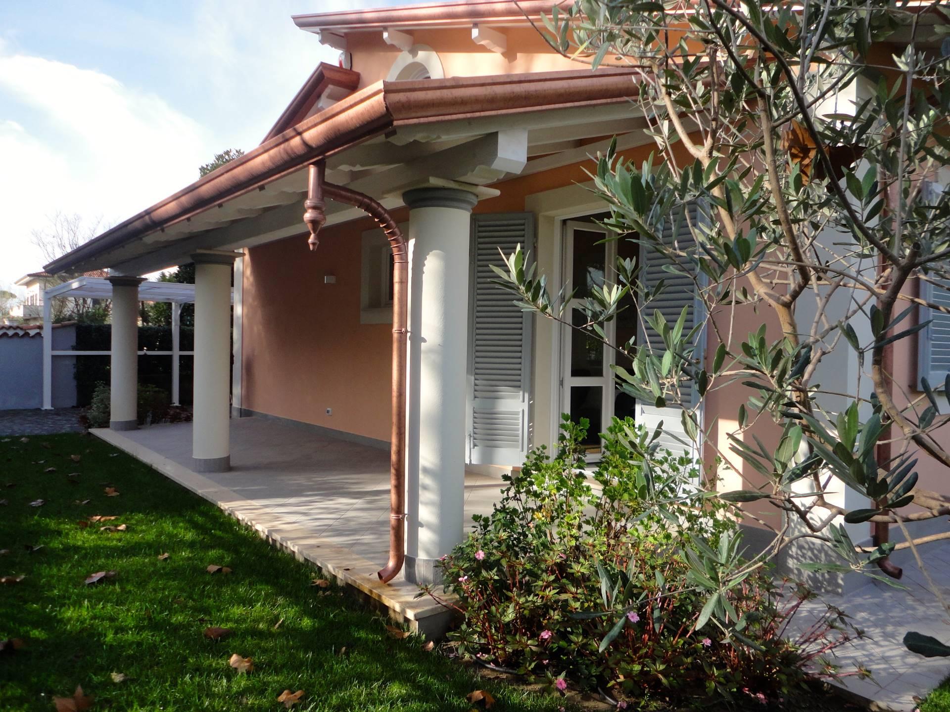 Villa in affitto a Forte dei Marmi, 8 locali, zona Località: VittoriaApuana, Trattative riservate   Cambio Casa.it