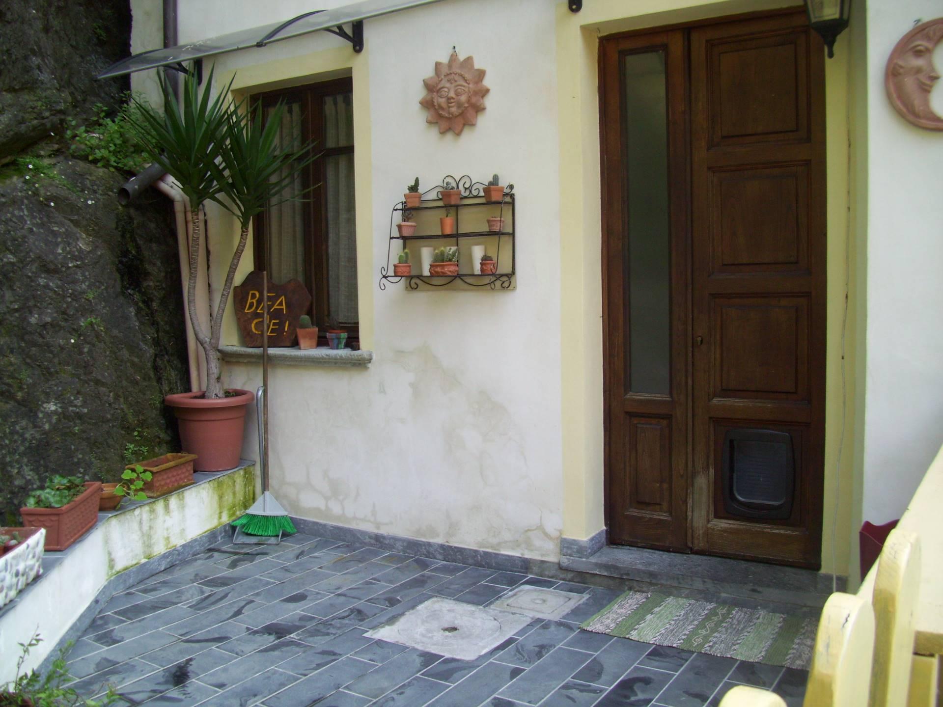 Villa Bifamiliare in Vendita a Stazzema