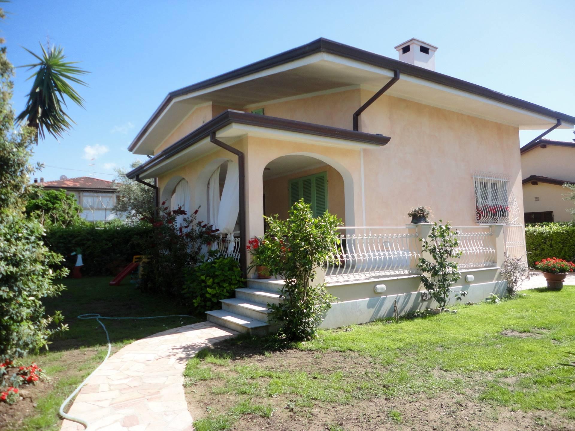 Villa in affitto a Forte dei Marmi, 9 locali, zona Zona: Centro, Trattative riservate   CambioCasa.it