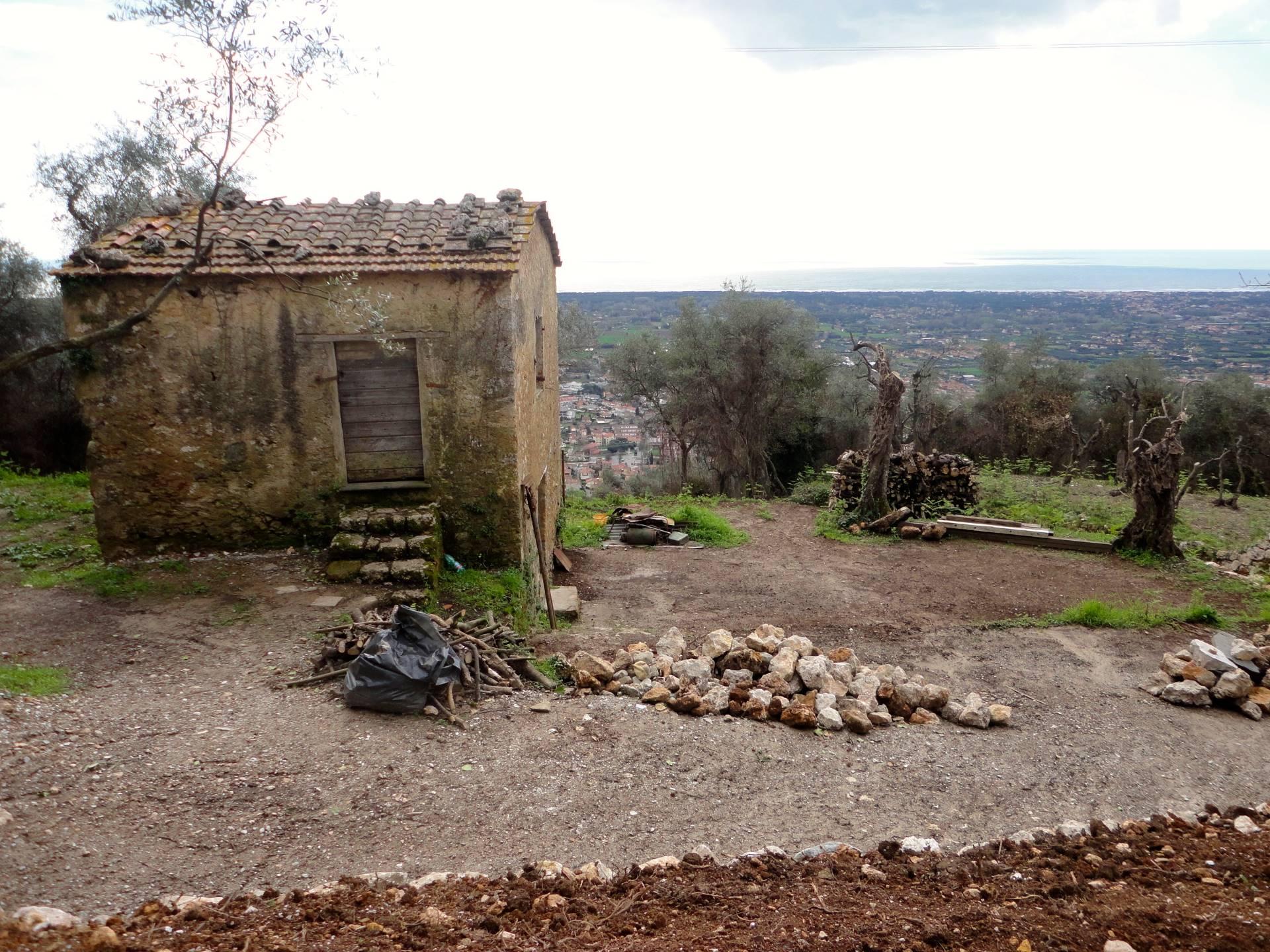 Rustico / Casale in vendita a Pietrasanta, 5 locali, zona Zona: Capriglia, Trattative riservate | Cambio Casa.it