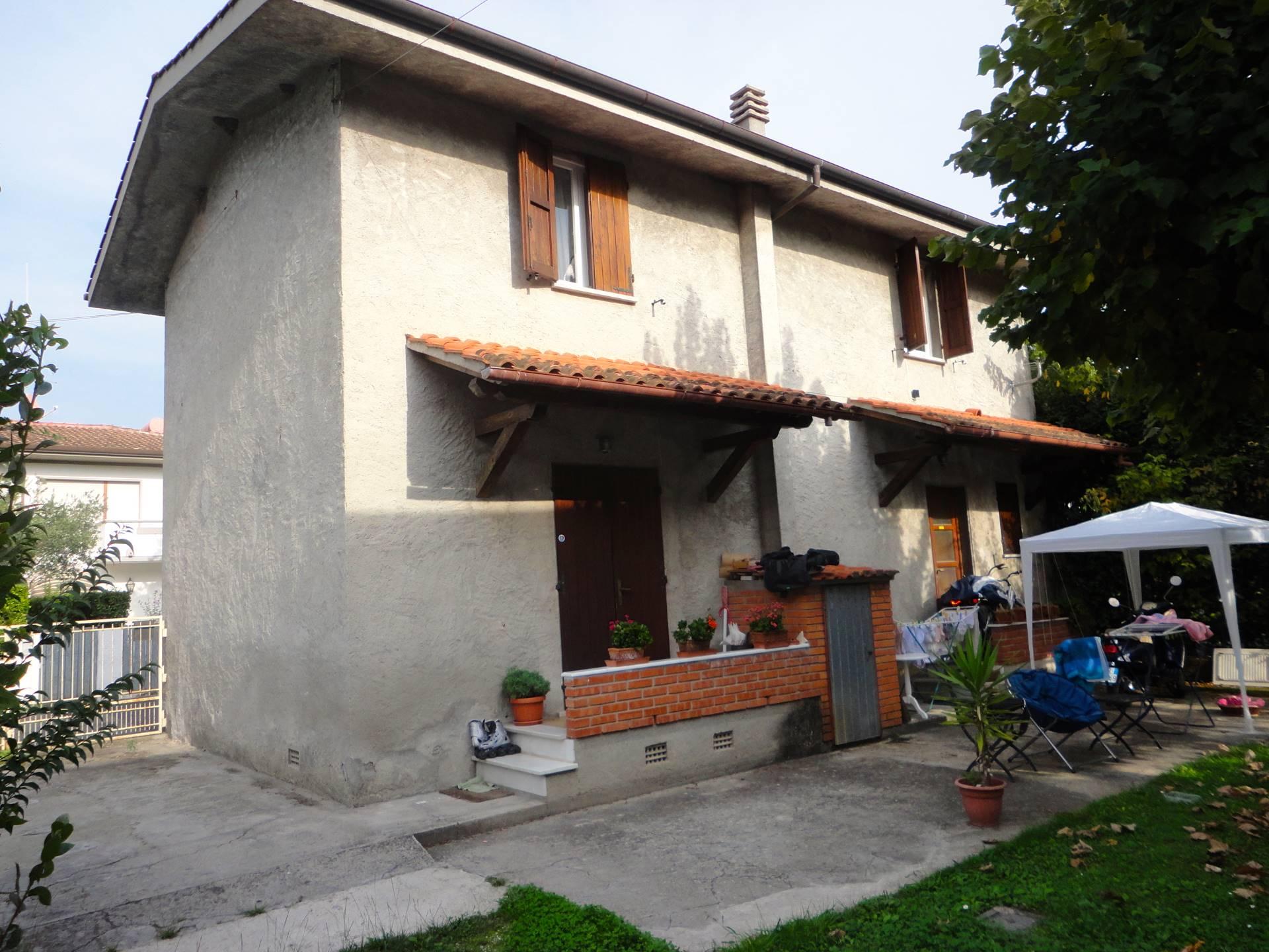 Villa in vendita a Forte dei Marmi, 5 locali, zona Zona: Caranna, prezzo € 860.000 | Cambio Casa.it