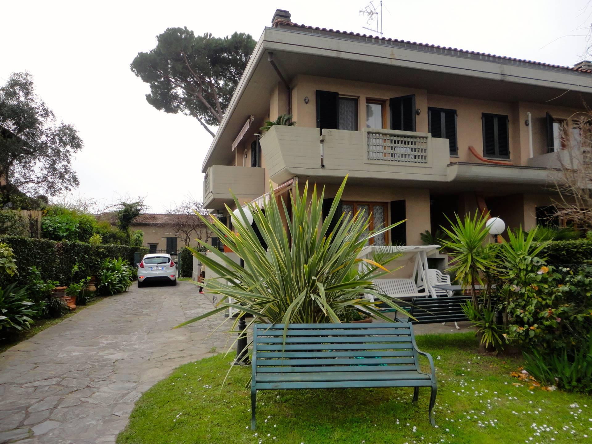Villa Bifamiliare in Affitto a Forte dei Marmi