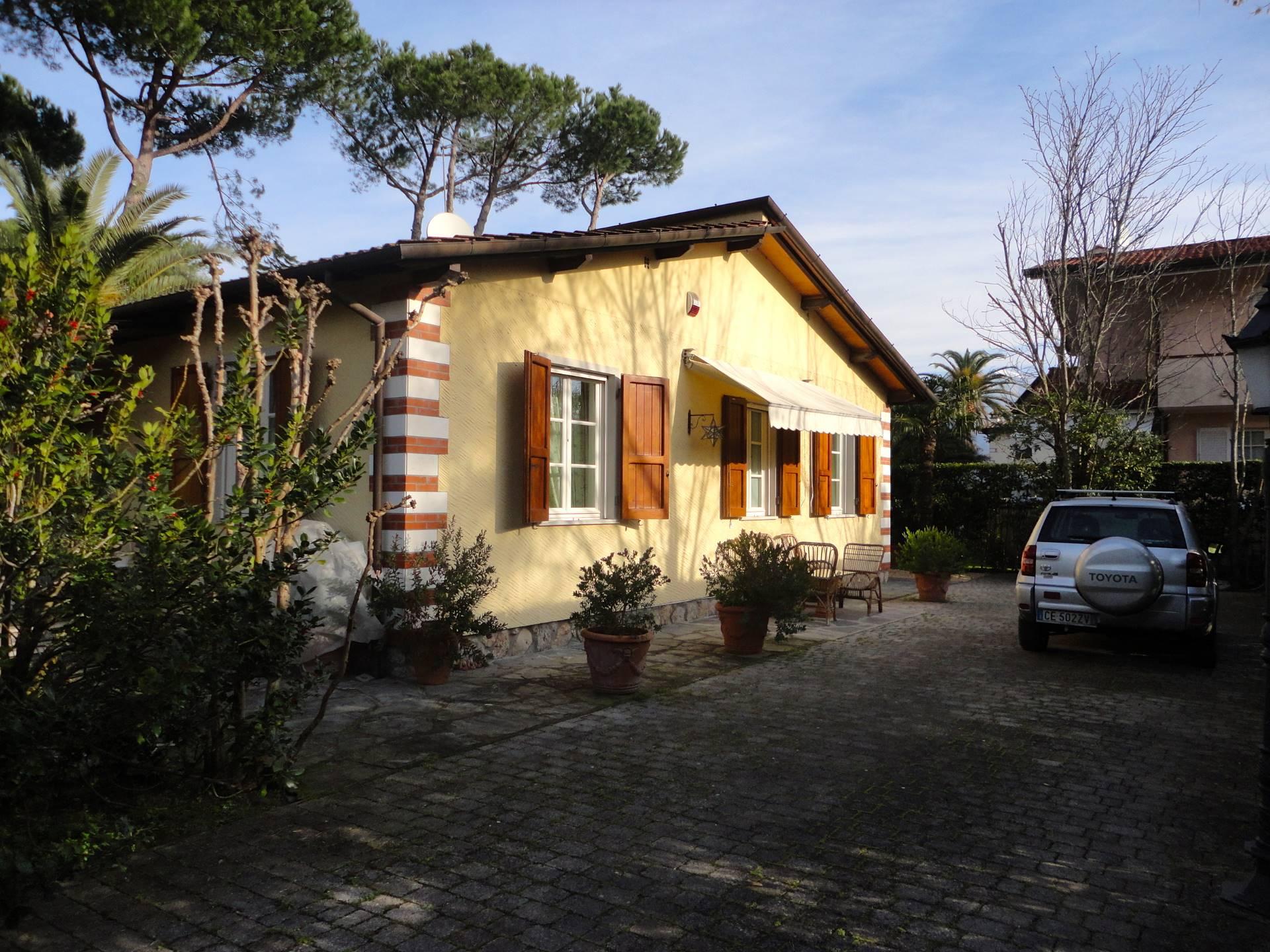 Villa in affitto a Forte dei Marmi, 5 locali, zona Zona: Caranna, Trattative riservate   CambioCasa.it