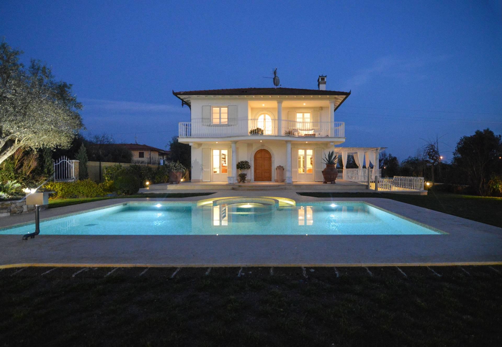 Villa in affitto a Pietrasanta, 12 locali, zona Zona: Crociale, Trattative riservate | CambioCasa.it
