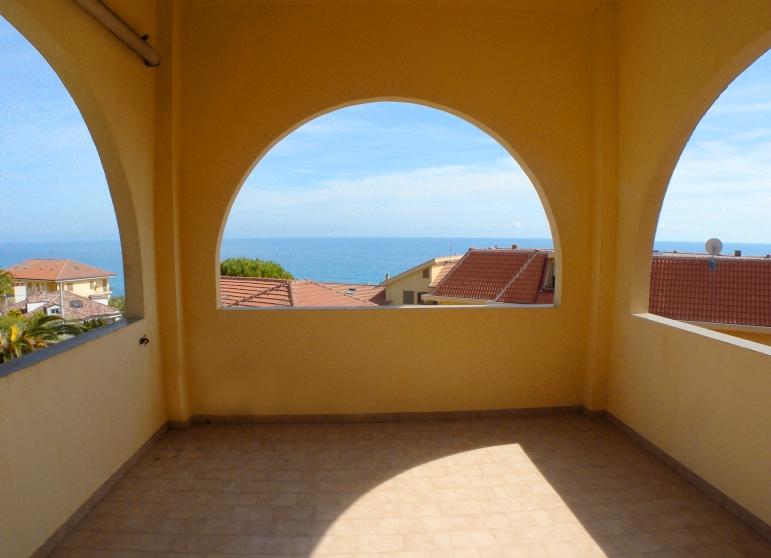 Appartamento in vendita a Cipressa, 4 locali, prezzo € 160.000 | Cambio Casa.it