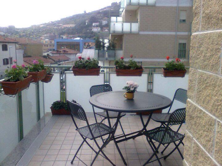 Appartamento in vendita a Imperia, 3 locali, zona Località: Onegliaperiferia, prezzo € 249.000 | CambioCasa.it