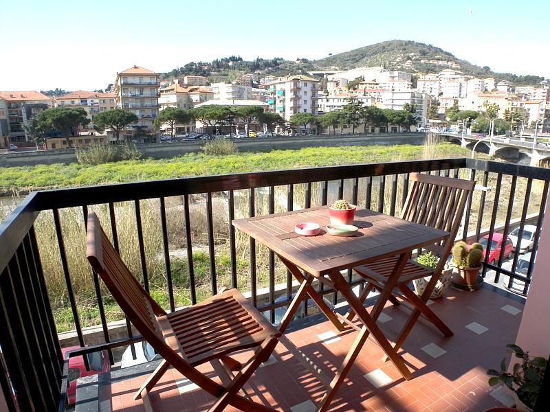 Appartamento in vendita a Imperia, 4 locali, zona Località: Onegliacentro, prezzo € 260.000 | Cambio Casa.it
