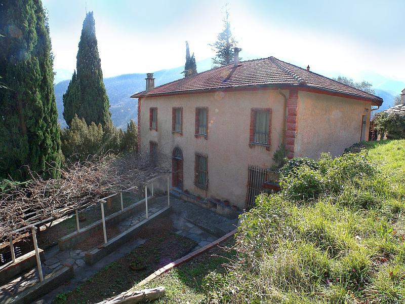 Villa in vendita a Pieve di Teco, 12 locali, prezzo € 350.000 | Cambio Casa.it
