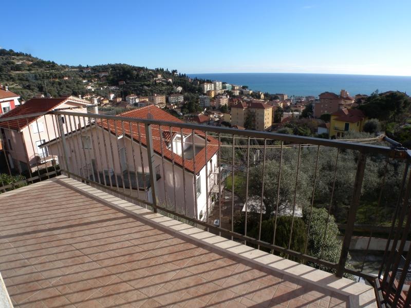 Appartamento in vendita a Imperia, 5 locali, zona Località: OnegliaCascine, prezzo € 285.000 | Cambio Casa.it