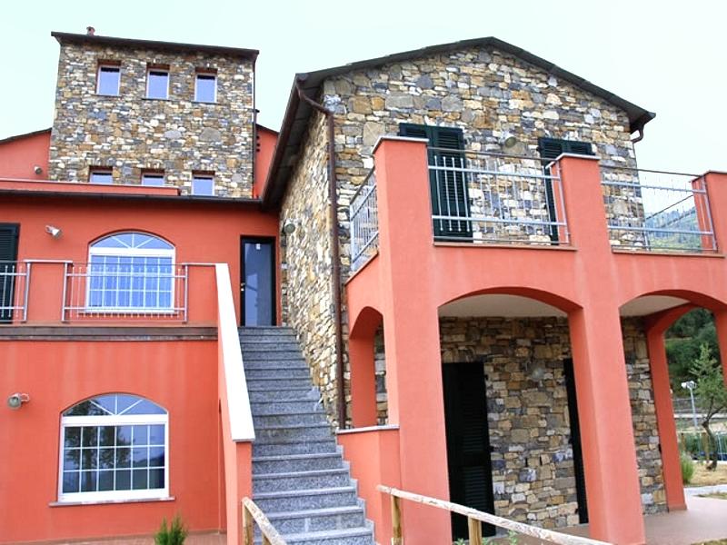 Palazzo / Stabile in Vendita a Vasia