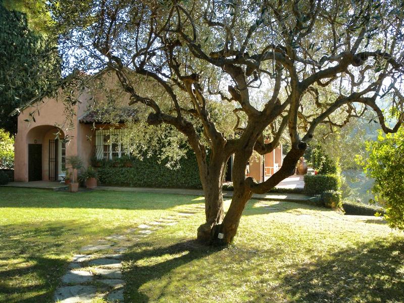 Villa in vendita a Imperia, 8 locali, zona Località: OnegliaCascine, prezzo € 1.320.000 | Cambio Casa.it