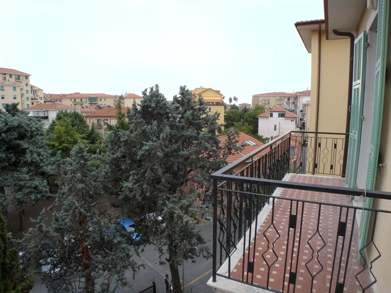 Appartamento in vendita a Imperia, 4 locali, zona Località: PortoMauriziocentro, prezzo € 270.000 | Cambio Casa.it
