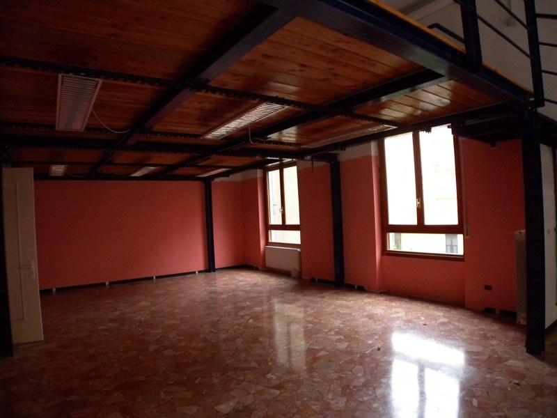 Negozio / Locale in vendita a Imperia, 9999 locali, prezzo € 170.000 | Cambio Casa.it