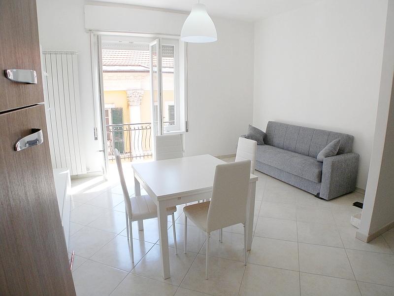Appartamento in vendita a Imperia, 3 locali, zona Località: PortoMauriziocentro, prezzo € 218.000 | CambioCasa.it