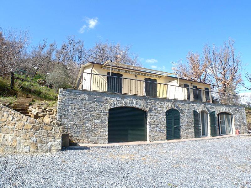 Villa in vendita a Imperia, 6 locali, zona Zona: Caramagna, prezzo € 290.000 | Cambio Casa.it