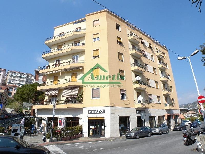 Appartamento in vendita a Imperia, 3 locali, zona Località: Onegliacentro, prezzo € 85.000 | CambioCasa.it