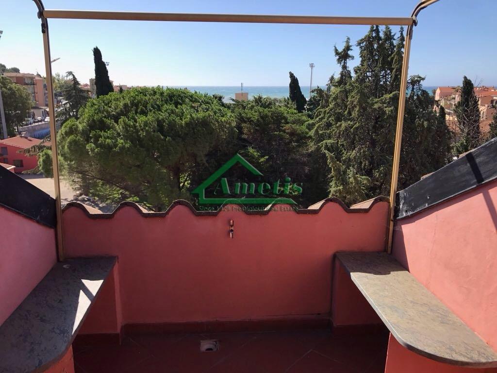 Appartamento in vendita a Imperia, 3 locali, zona Località: PortoMaurizioBorgoMarina, prezzo € 135.000 | CambioCasa.it