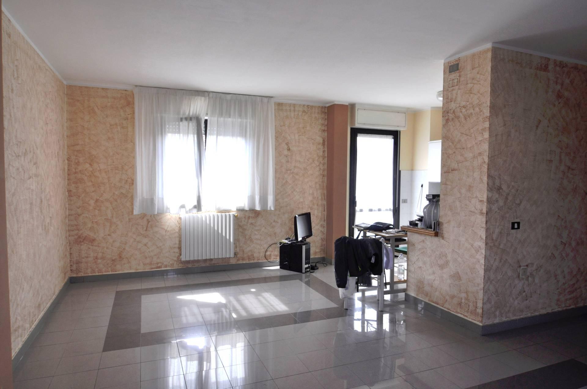 Appartamento in affitto a Cecina, 4 locali, prezzo € 750 | CambioCasa.it
