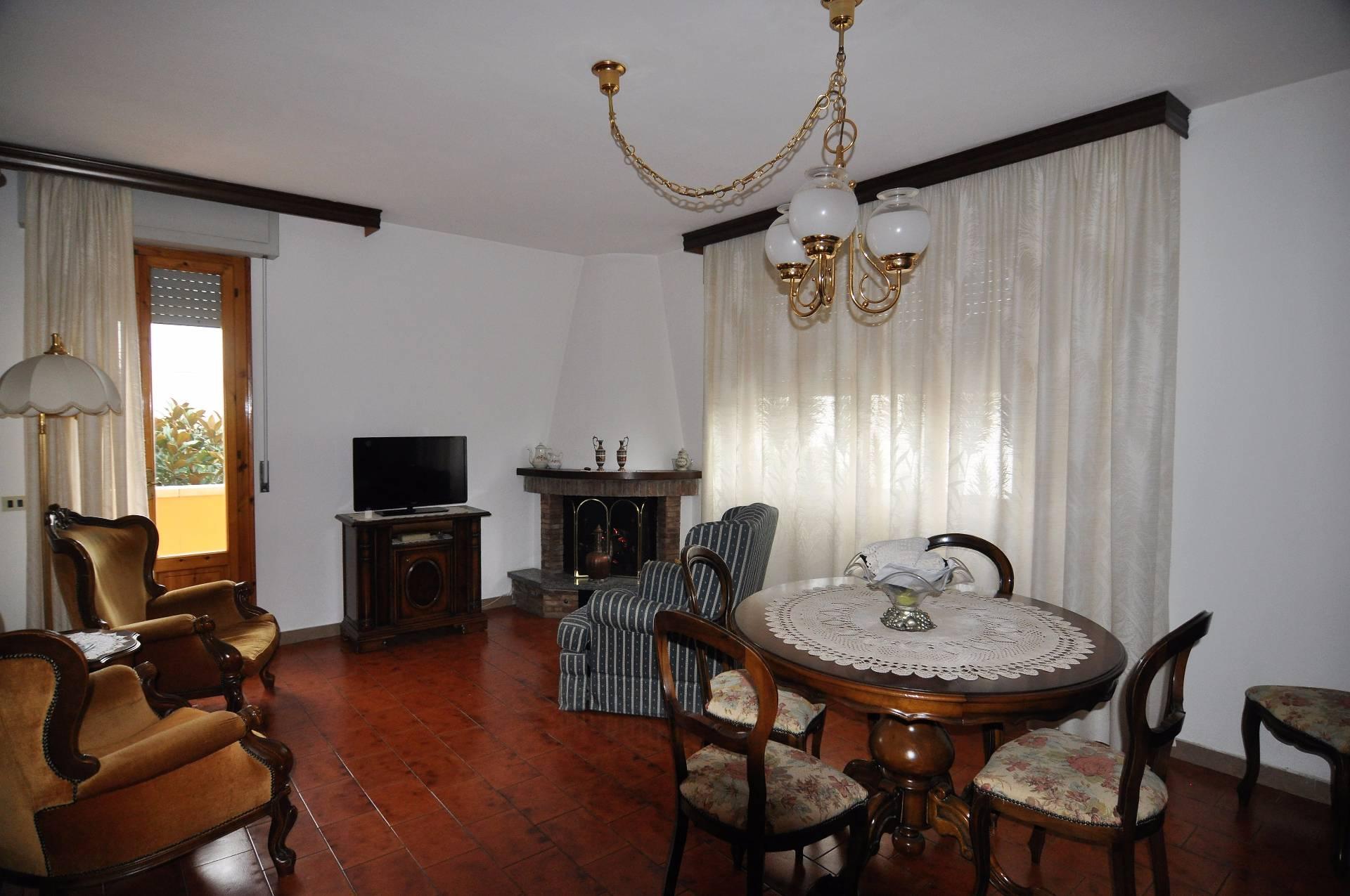 Appartamento in affitto a Cecina, 6 locali, prezzo € 800 | CambioCasa.it