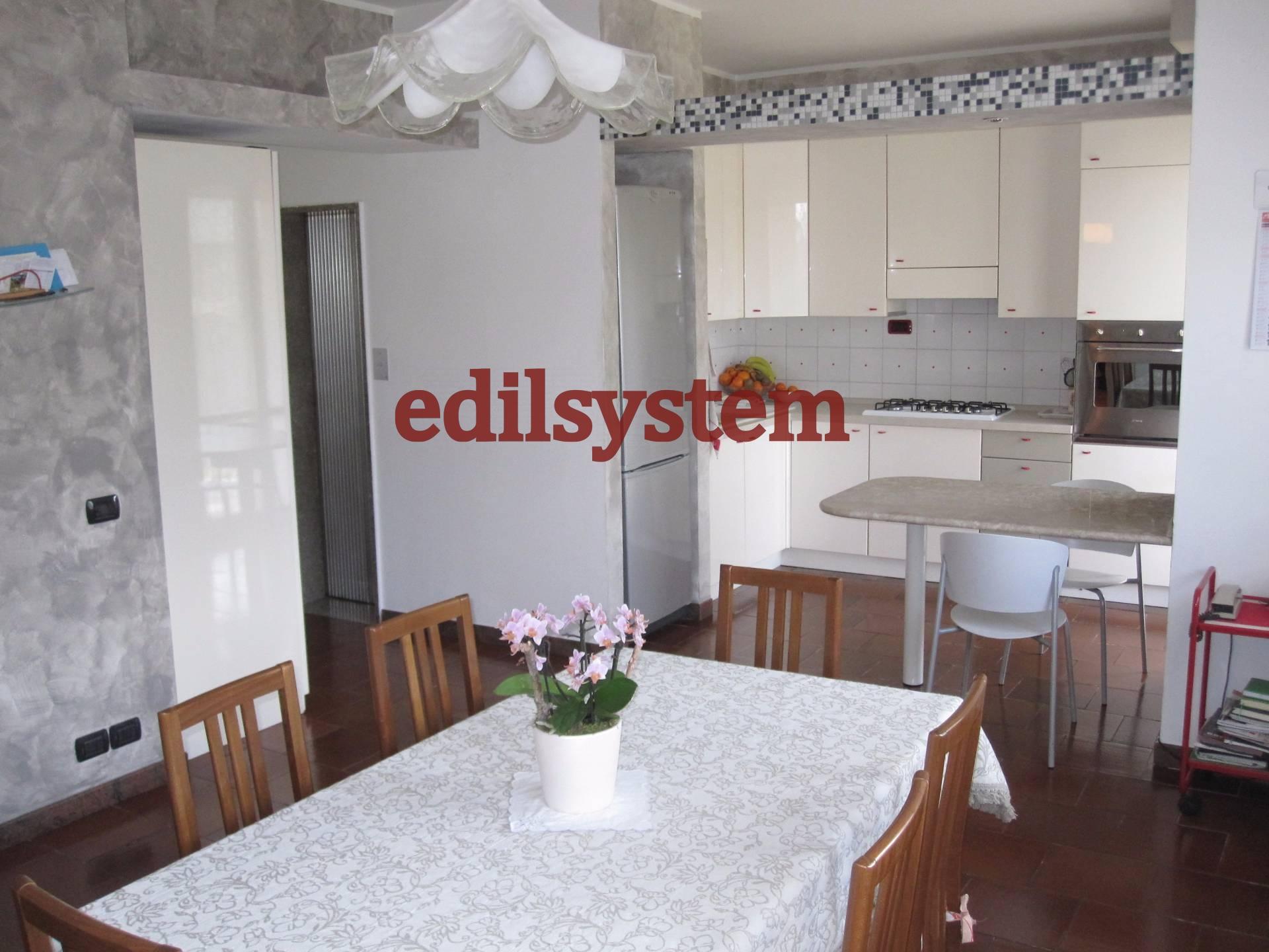 Villa in vendita a Legnano, 13 locali, zona Zona: Flora, prezzo € 540.000 | CambioCasa.it