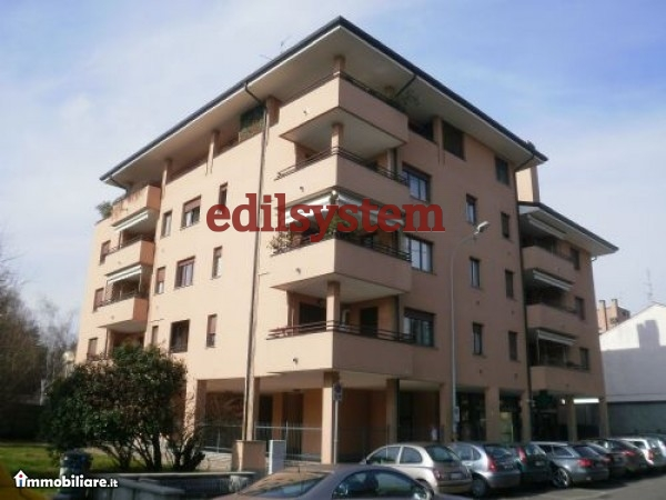 Appartamento in affitto a Legnano, 2 locali, zona Zona: Flora, prezzo € 7.200 | CambioCasa.it