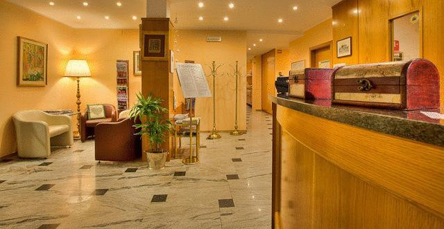 Albergo in vendita a Nago-Torbole, 9999 locali, zona Zona: Nago, Trattative riservate | Cambio Casa.it