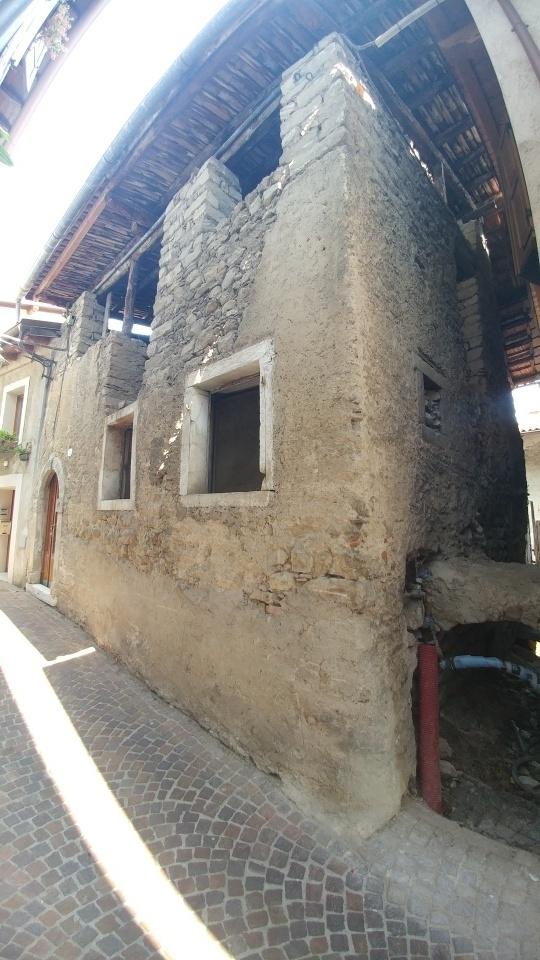 Rustico / Casale in vendita a Tenno, 6 locali, zona Località: Cologna-Gavazzo(VoltadiNoo, prezzo € 98.000 | CambioCasa.it