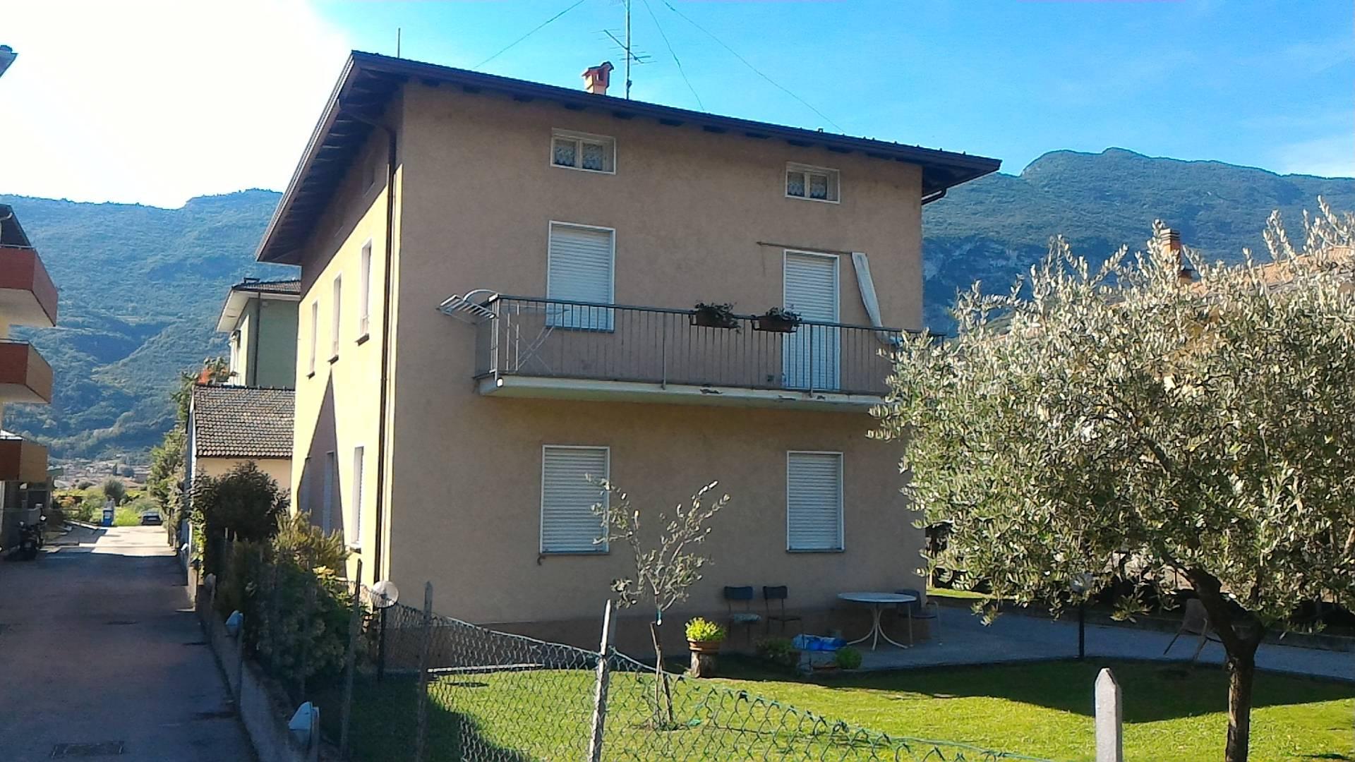 Villa in vendita a Arco, 6 locali, prezzo € 580.000 | CambioCasa.it