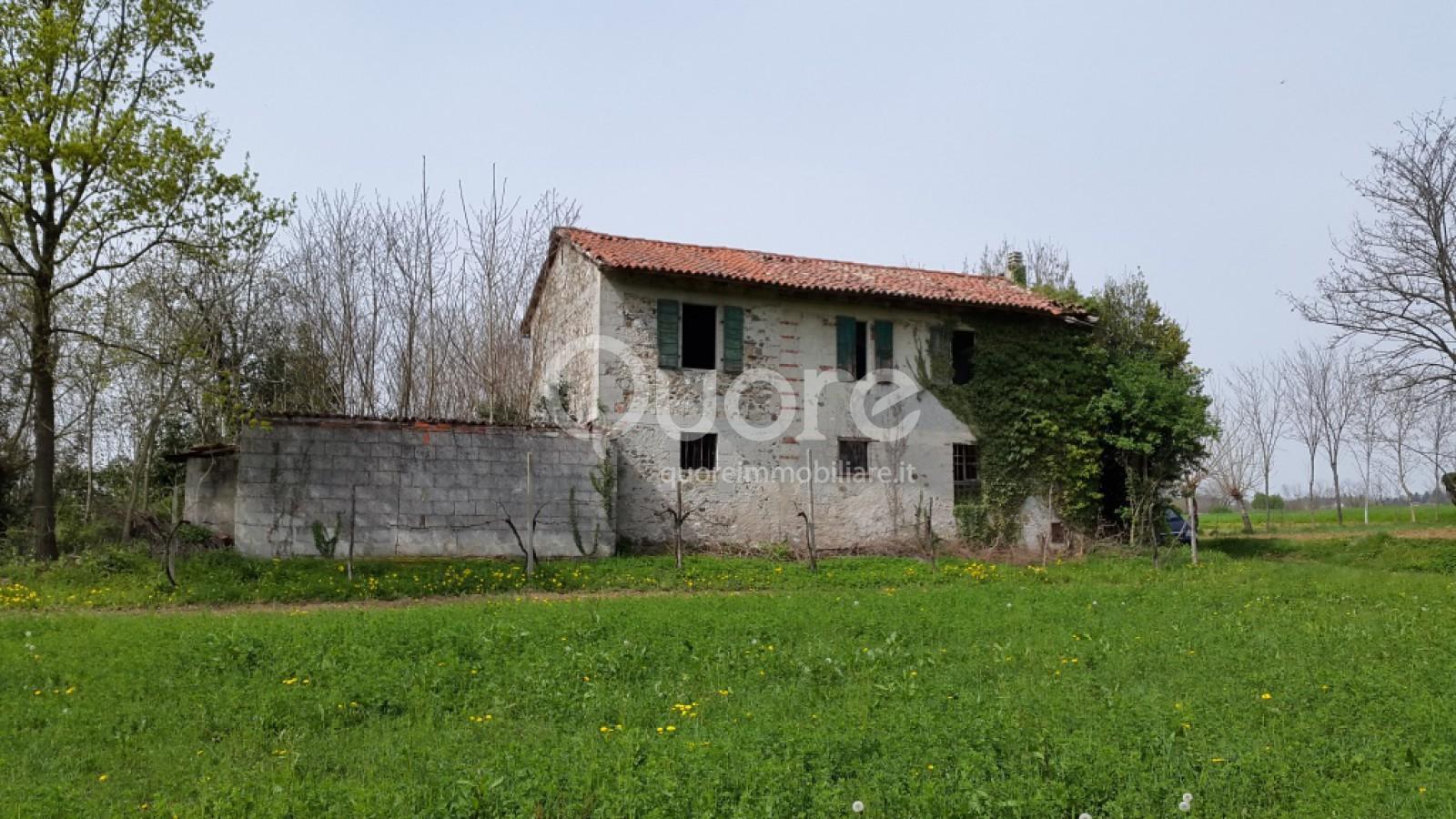 Rustico / Casale in vendita a Pagnacco, 8 locali, prezzo € 80.000 | CambioCasa.it