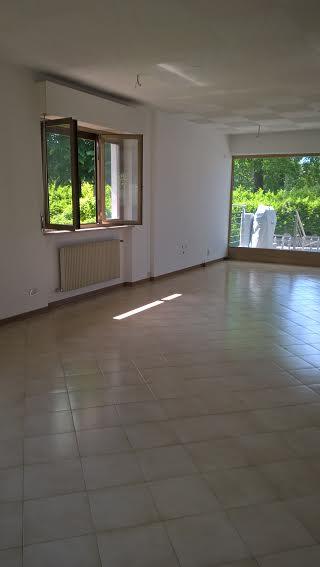 Negozio / Locale in affitto a Martignacco, 9999 locali, prezzo € 400 | CambioCasa.it