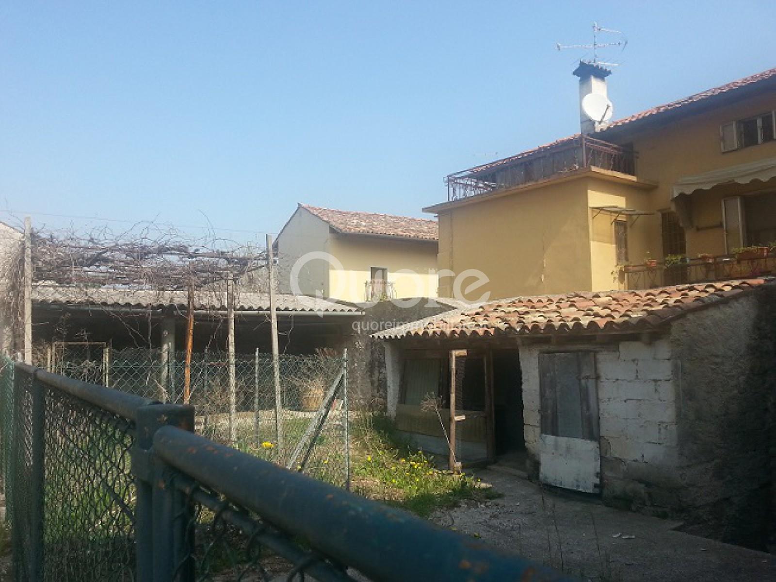 Soluzione Indipendente in vendita a Basiliano, 6 locali, prezzo € 85.000 | CambioCasa.it
