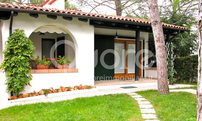 Soluzione Indipendente in vendita a Lignano Sabbiadoro, 4 locali, zona Località: LignanoPineta, prezzo € 350.000 | CambioCasa.it
