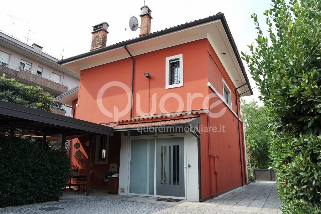 Villa in vendita a Udine, 7 locali, Trattative riservate   CambioCasa.it