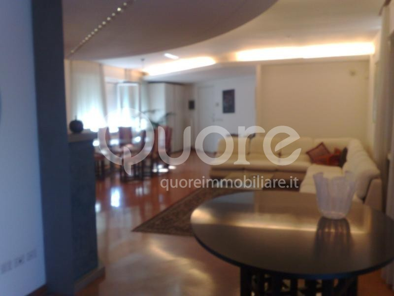 Villa in vendita a Udine, 10 locali, Trattative riservate   CambioCasa.it