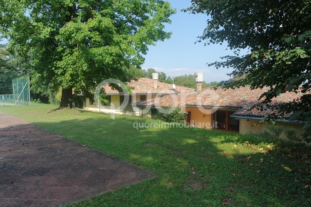 Villa in vendita a Tricesimo, 20 locali, Trattative riservate | CambioCasa.it
