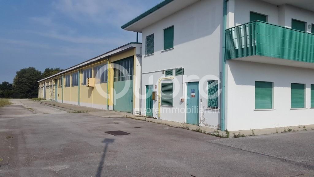 Capannone in vendita a Povoletto, 9999 locali, Trattative riservate | CambioCasa.it