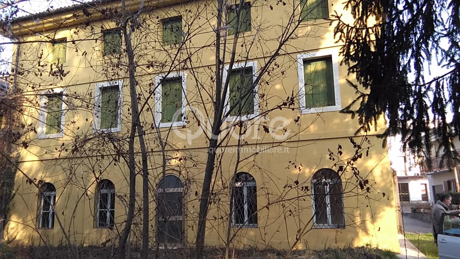 Villa in vendita a Tricesimo, 15 locali, prezzo € 437.000 | CambioCasa.it