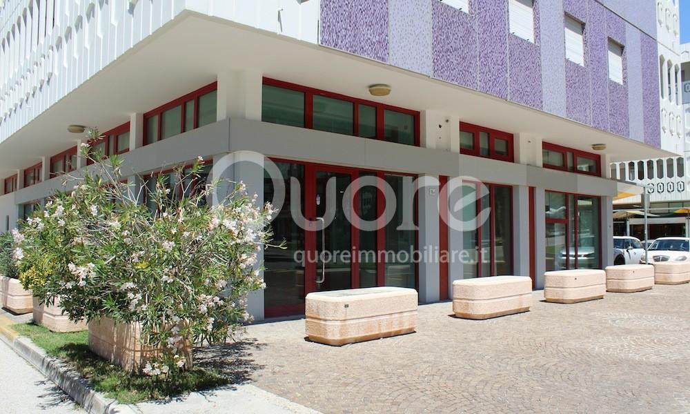 Negozio / Locale in vendita a Lignano Sabbiadoro, 9999 locali, prezzo € 490.000 | CambioCasa.it