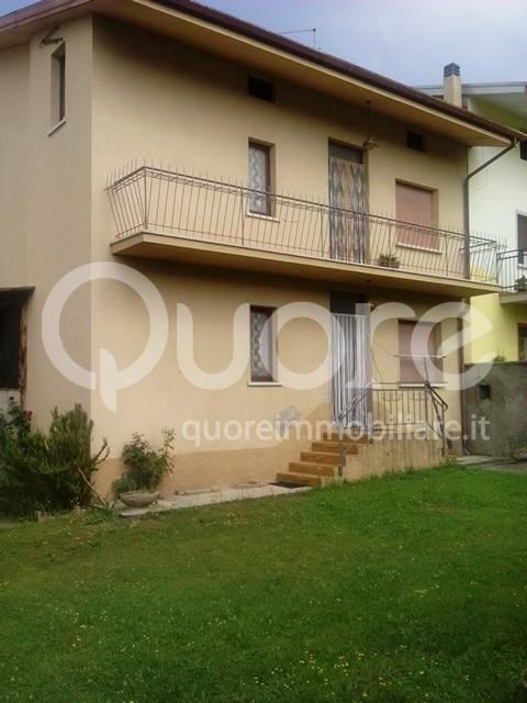 Soluzione Indipendente in vendita a Tricesimo, 8 locali, prezzo € 107.000 | CambioCasa.it