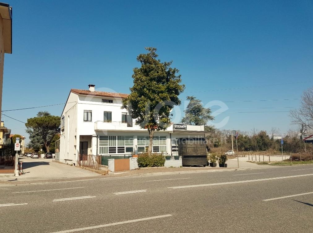 Negozio / Locale in vendita a Pasian di Prato, 9999 locali, zona Località: S.aCaterina, prezzo € 245.000 | CambioCasa.it