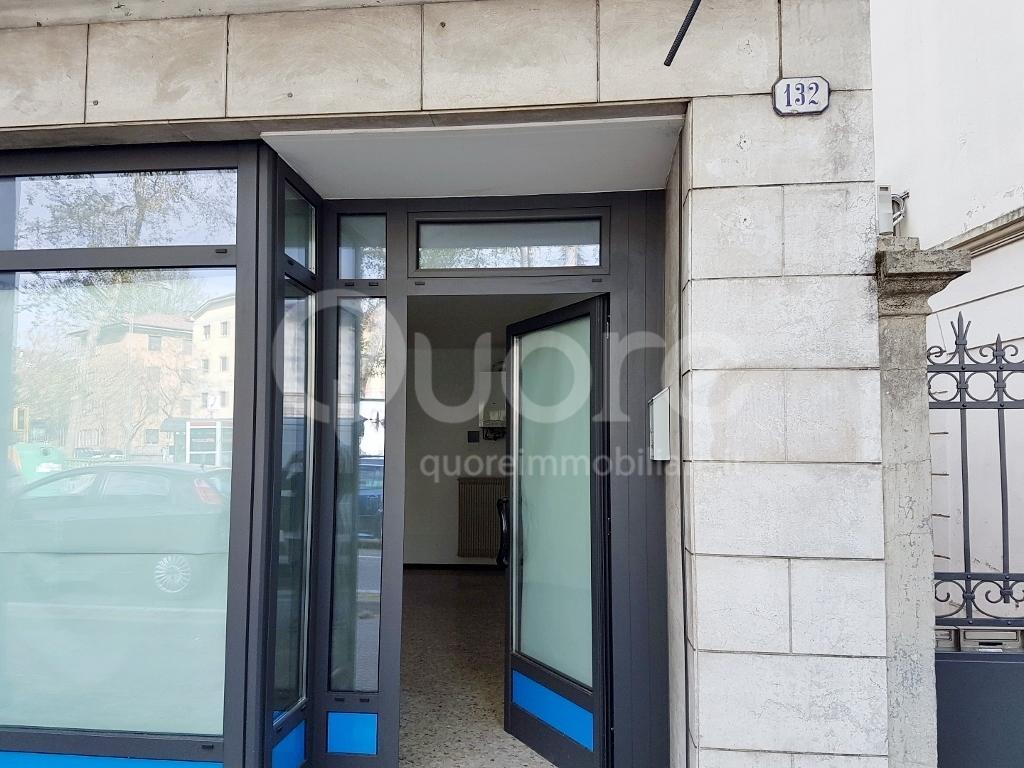 Negozio / Locale in affitto a Udine, 9999 locali, prezzo € 450 | CambioCasa.it