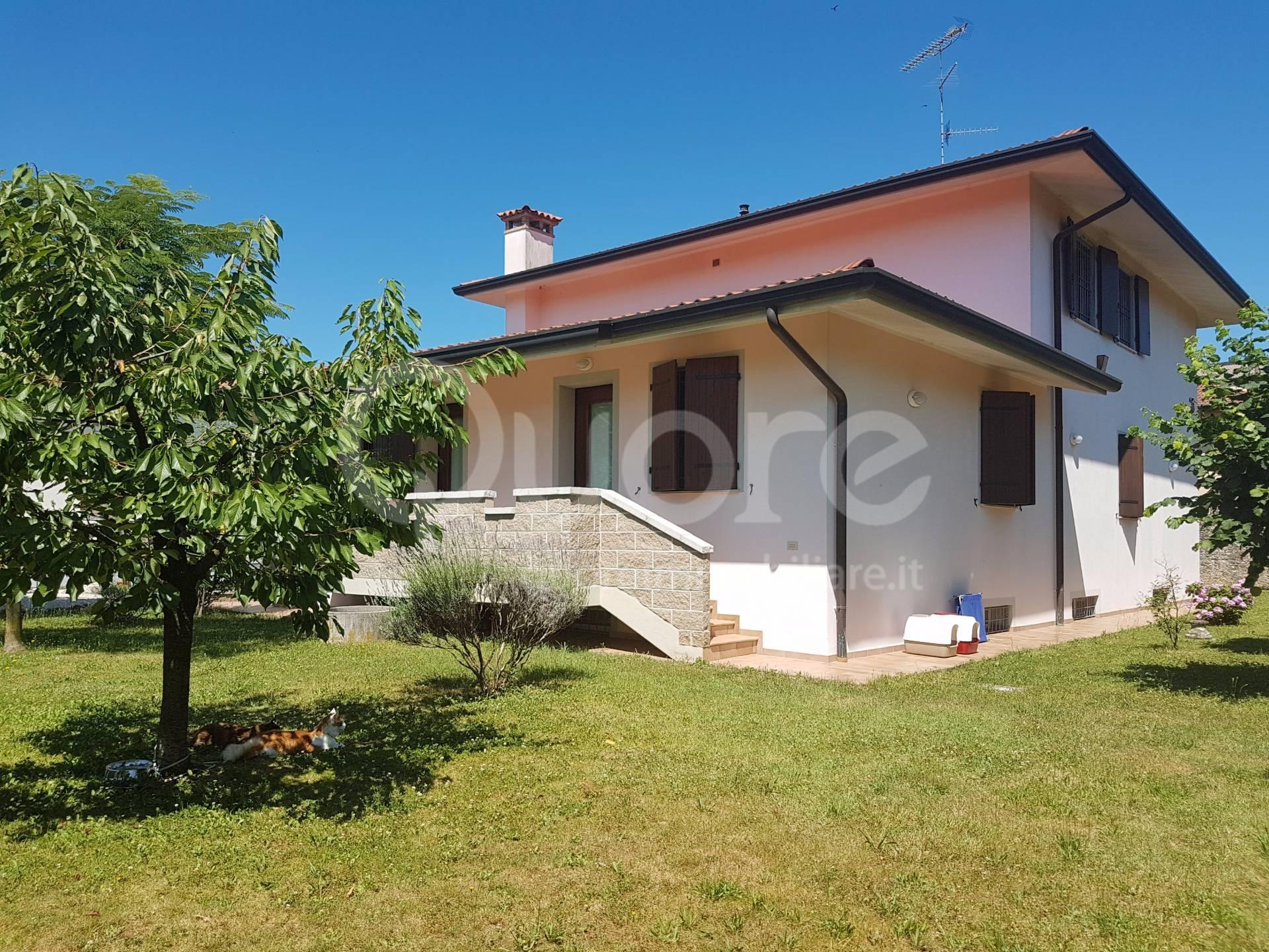 Villa in vendita a Udine, 10 locali, prezzo € 395.000   CambioCasa.it