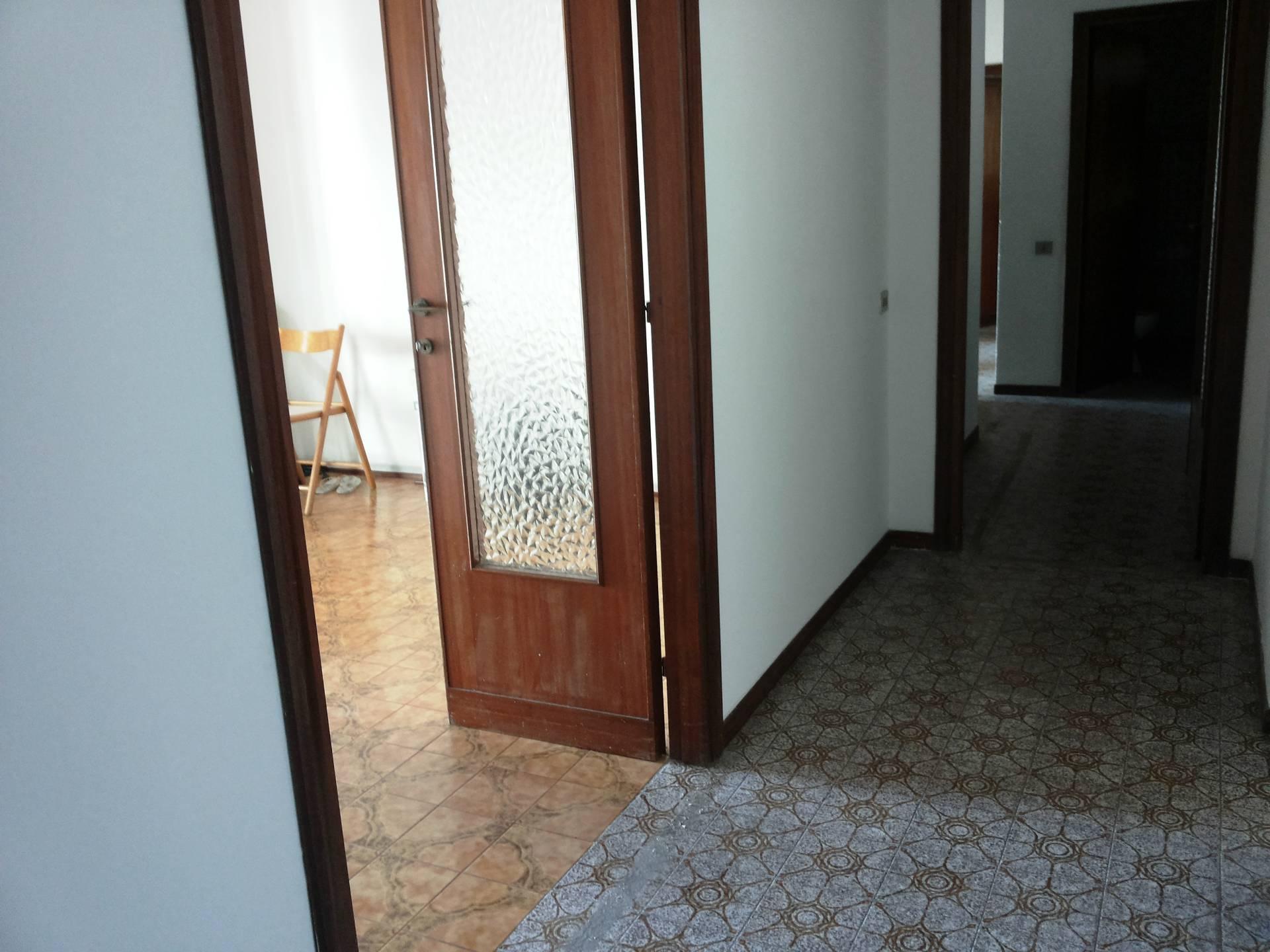 Appartamento in vendita a Pontedera, 4 locali, prezzo € 125.000 | Cambio Casa.it