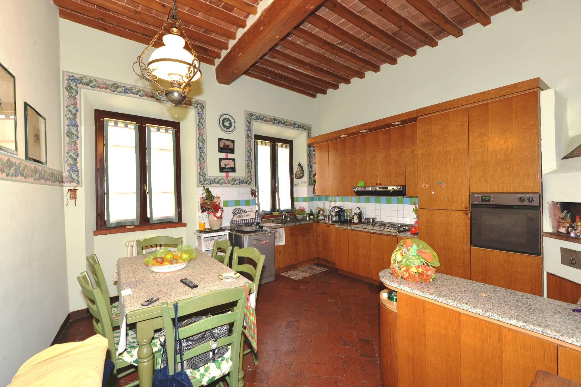 Appartamento in vendita a Buti, 6 locali, prezzo € 260.000   CambioCasa.it