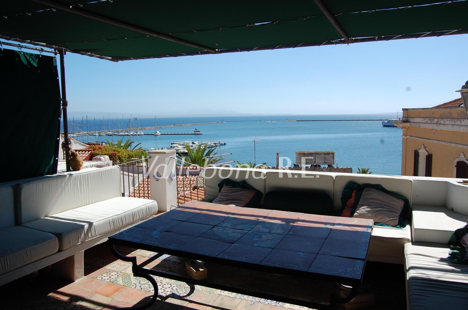 Appartamento in vendita a Carloforte, 7 locali, zona Località: CarlofortePaese/Citycentre, prezzo € 395.000 | CambioCasa.it