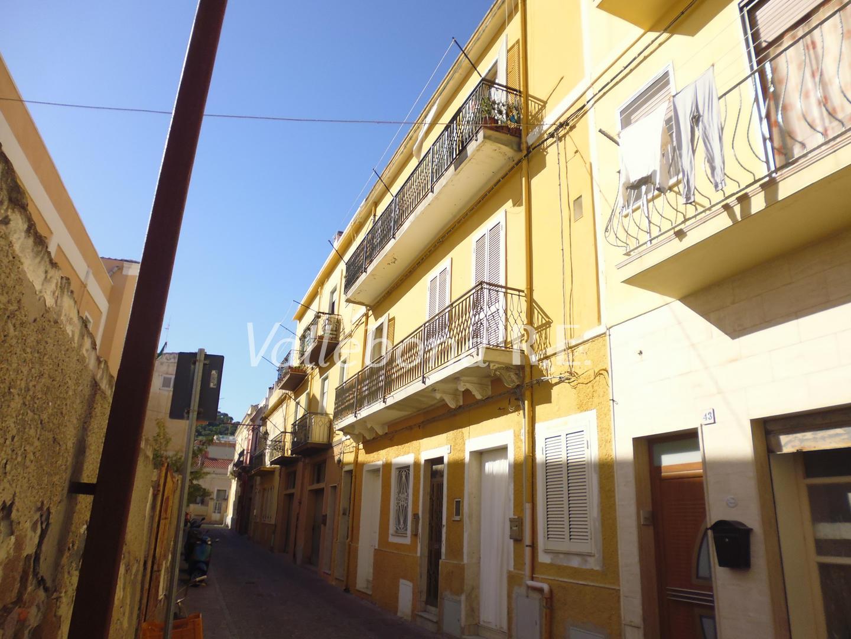 Appartamento in vendita a Carloforte, 6 locali, zona Località: CarlofortePaese/Citycentre, prezzo € 150.000 | CambioCasa.it