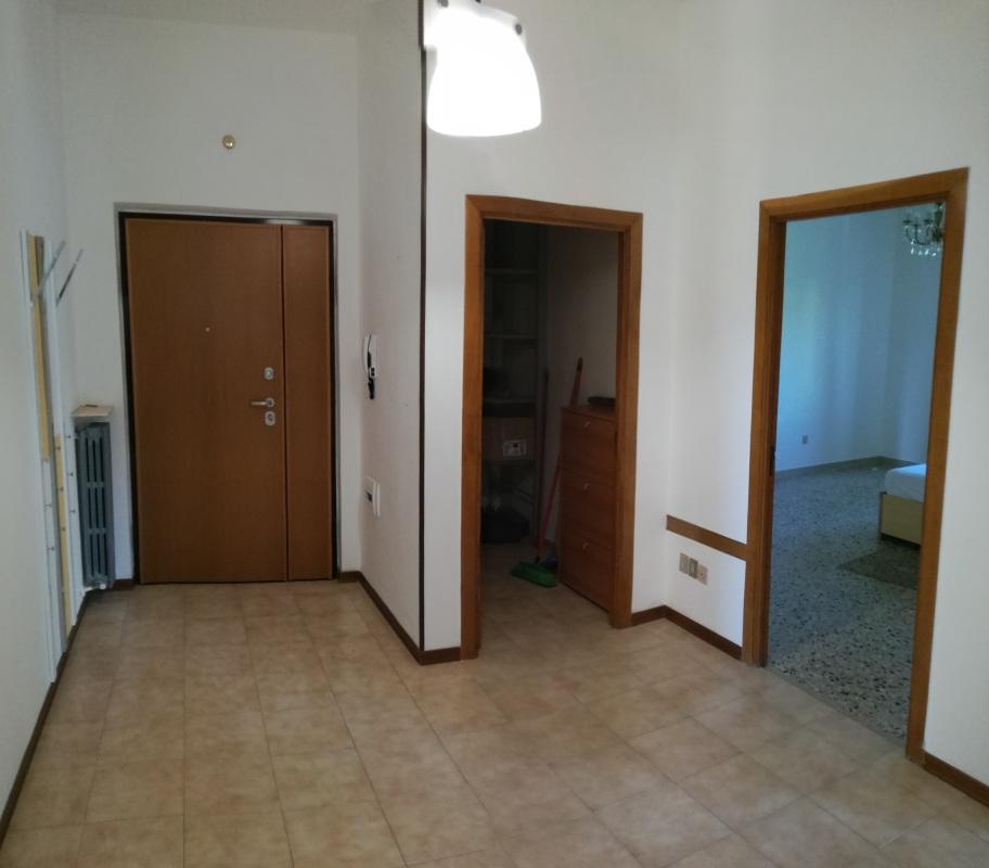 Appartamento in affitto a Macerata, 4 locali, zona Zona: Semicentrale, prezzo € 600 | CambioCasa.it